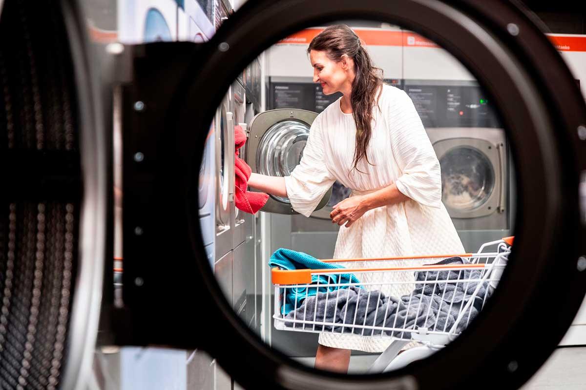 24 Pesula, vaivaton itsepalvelupesula kaikille kodintekstiileille, myös matoille. Hajusteeton pesuaine kuuluu aina hintaan. Ajanvaraustakaan ei tarvita - tervetuloa pyykille!