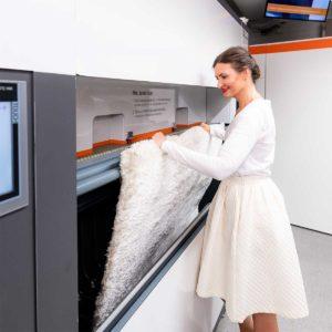 24 Pesulan innovaatio tekee tasopestävien mattojen pesusta helppoa